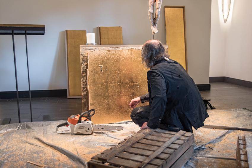Kunstaktionen: Muthesius mit bearbeiteten Altarbild