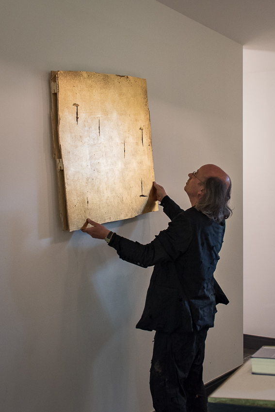 Kunstaktionen: neues Altarbild, broken gold