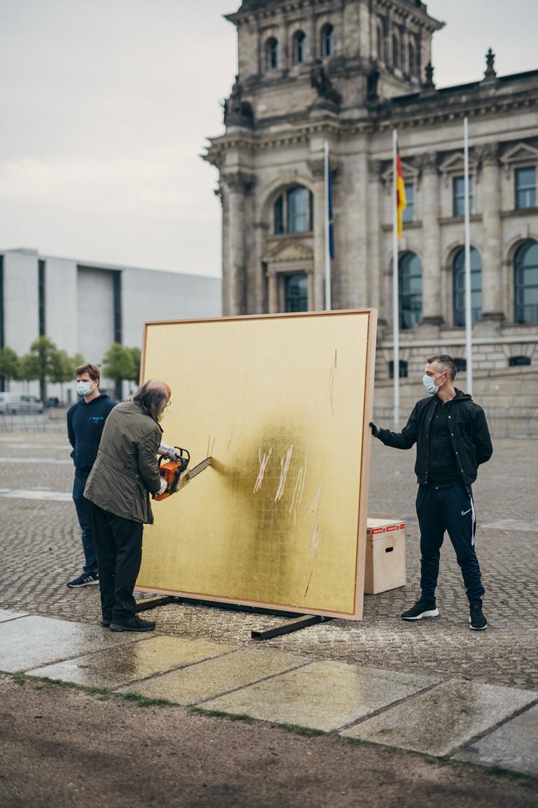 Kunstaktionen: Muthesius beginnt mit der Zerstörung