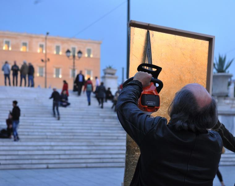 Kunstaktionen: Muthesius zersägt golden field